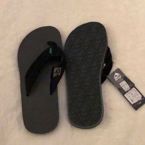 Brand new men's reef flip flops